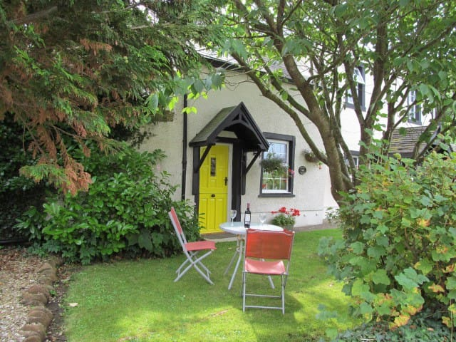 Cosy Romantic Cottage for 2 - Arkleby - Casa
