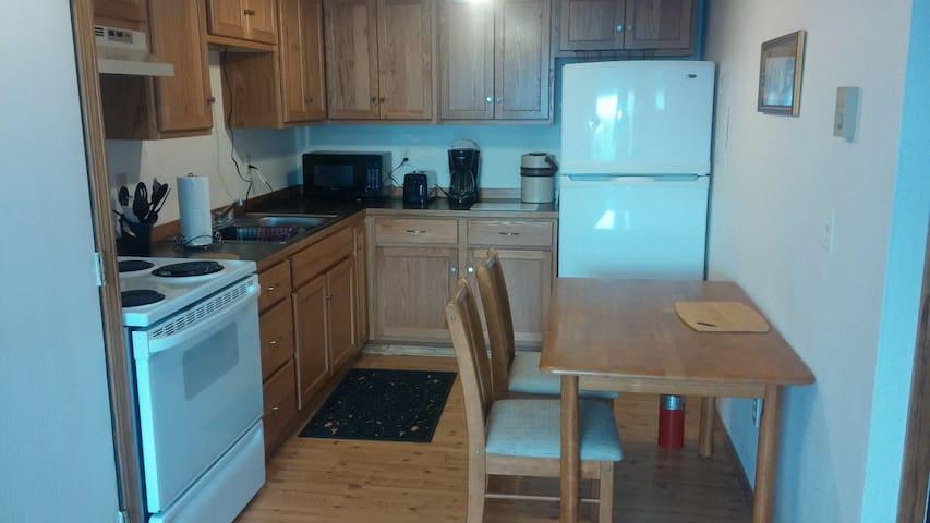 EARLE'S SUITES #3, SLEEPS 6, 6 miles Lookout Pass - Mullan - Apartament