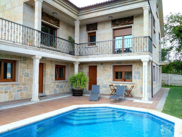 Apartamento con piscina y vistas - Raxó - Hus