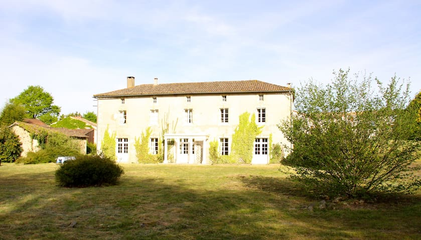 Large  Beautiful Family House, Charentes, sleeps 9 - Pamplie - Casa