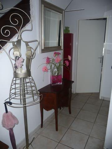 MAISON 4 personnes proche CENTRE ville - Andelnans - Appartement
