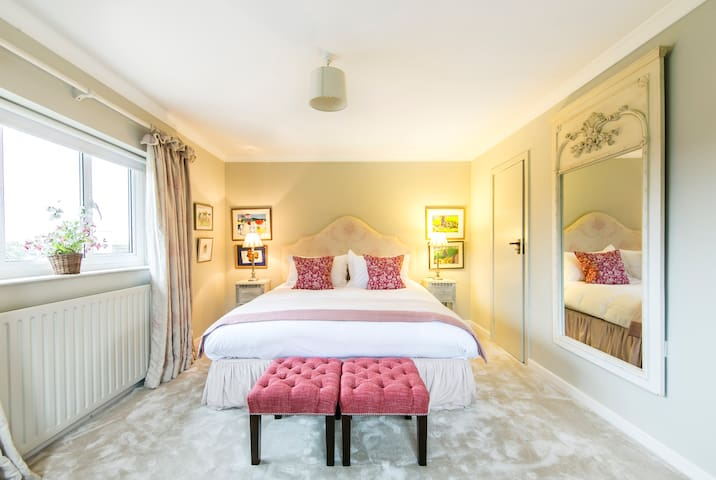Our primary B and B guest room - Shere