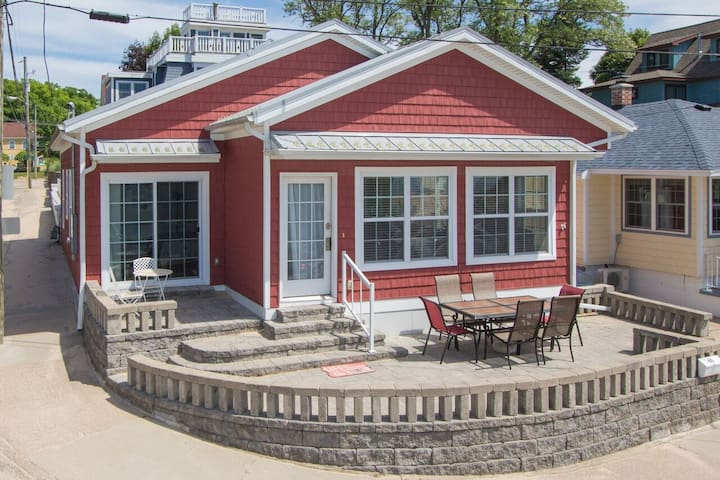 The Red Cottage is on beautiful Lake Michigan - South Haven - Hus