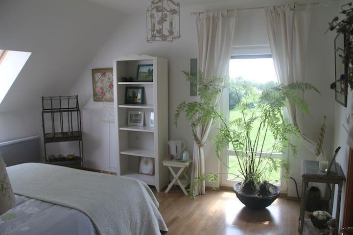 B&B La bellière - Chambre Verte - Le Fossé - Bed & Breakfast