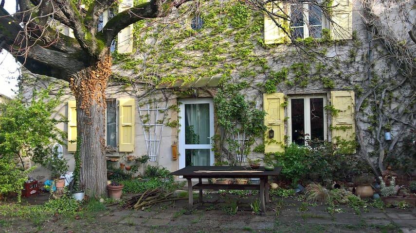 Chambre calme et son jardin - Sablons - Casa