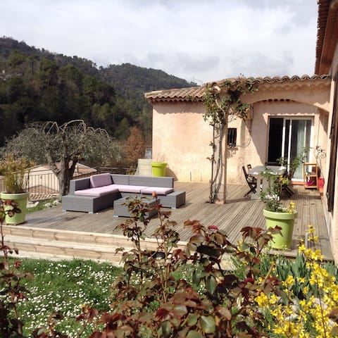 Grande maison avec piscine au calme - Tourrette-Levens - Casa