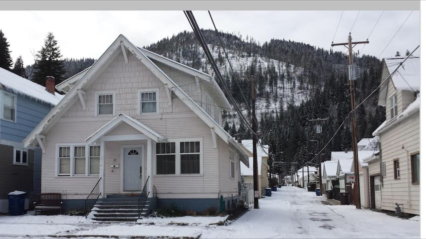 Restored mining home in downtown Historic Wallace - Wallace - Dom