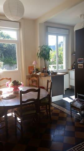 Ch & Petit Déjeuner & Dîner fait maison (près UCO) - Guingamp - Hus