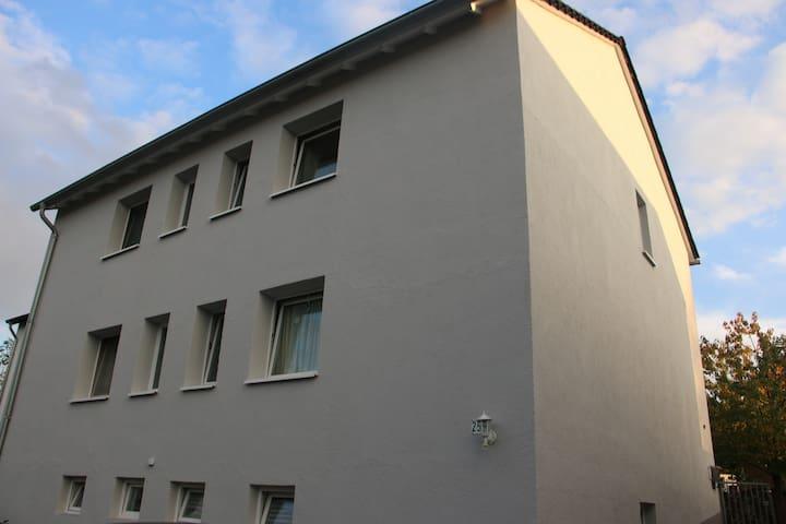 Ferienwohnung nähe Phantasialand und Messe Köln - Brühl - Departamento