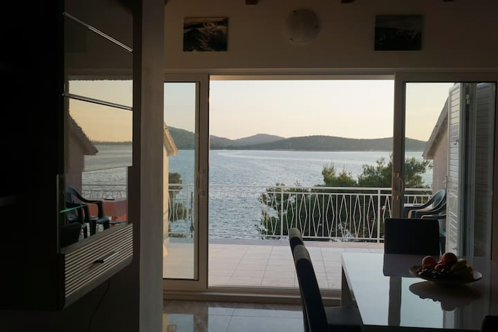 Brand new seafront summer retreat - Šibenik - Квартира