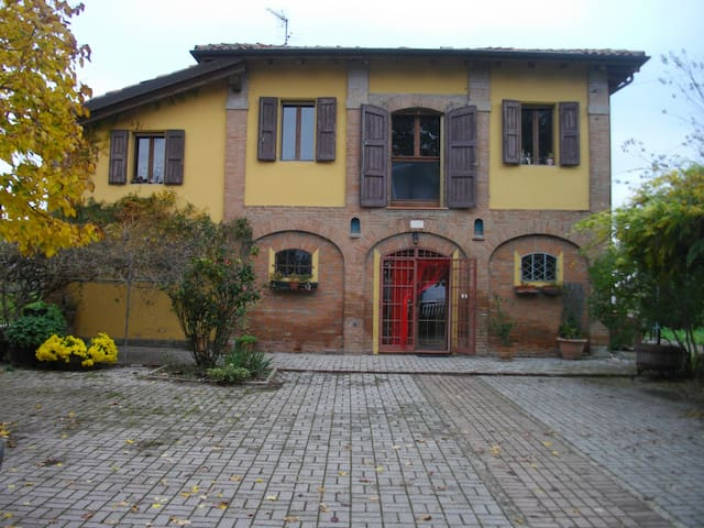 """Bed & Breakfast """" Le due querce """" - Budrio"""