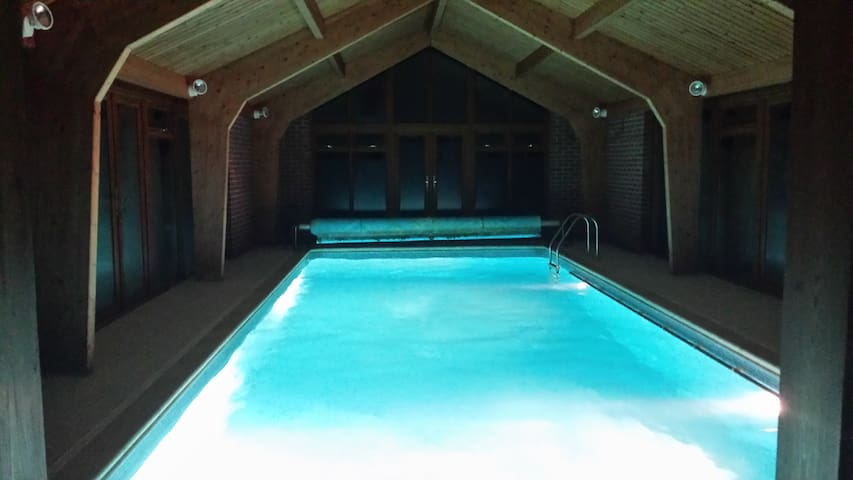 Quality accommodation with heated indoor pool - Suffolk - Bed & Breakfast