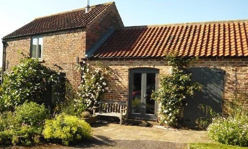 Luxury barn, gardens north of York - Husthwaite