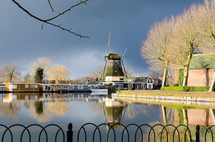 Romantic Cabin at riverside close to Amsterdam - Vreeland - Casa