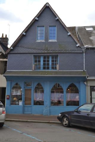 Les Trois Cheminees - Livarot - Oda + Kahvaltı