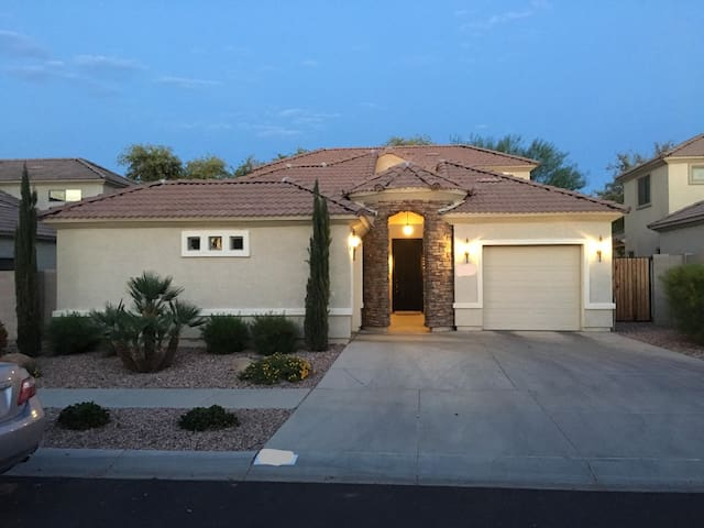 Lovely Home & Neighborhood minutes from everything - Phoenix - Casa