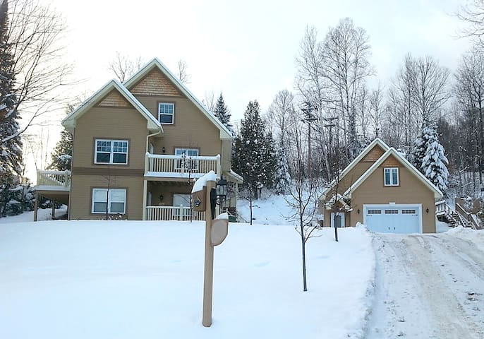 Modern 1-Bedroom Apartment-$595/wk - Mont-Tremblant - Appartement