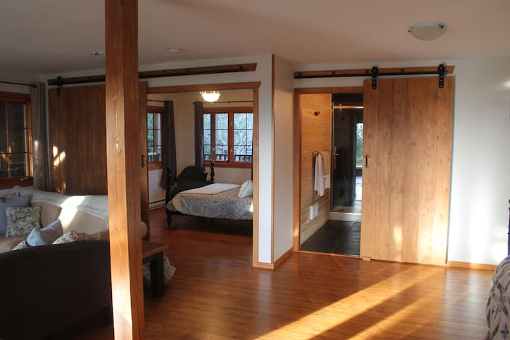 Leaning Tree Lodge Guest Suite One - Half Moon Bay - Bed & Breakfast
