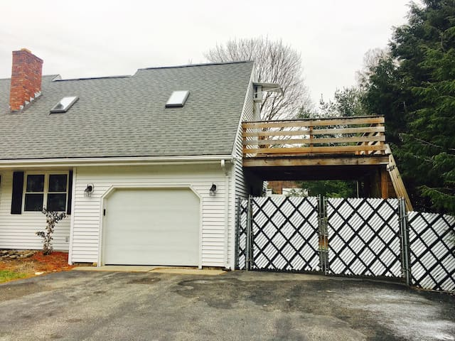 Studio Unit with Private Entry in Woburn - Woburn - Дом