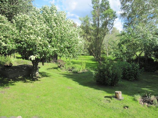 Familevenligt hus  tæt på Århus med stor have - Harlev - Rumah