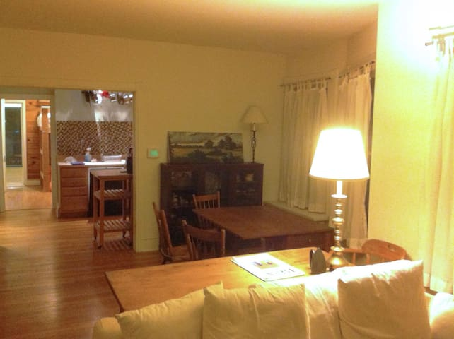 Spacious one bedroom apt. in West Chester Borough - West Chester - Daire
