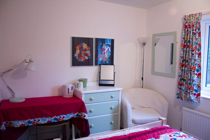 Cosy double room with private bathroom and parking - Cringleford - Casa