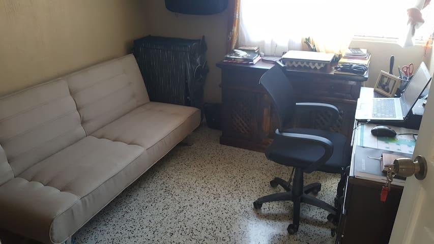 Private rm, Cd Sn Cristobal, hot water, free bfast - Guatemala
