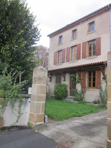 Maison auvergnate de charme - Veyre-Monton - Ev