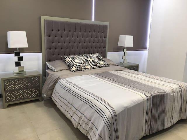 Luxury Design and Views - Master Room - Guayaquil - Kondominium