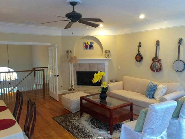 Charming room in a beautiful house - Tallahassee - Dům
