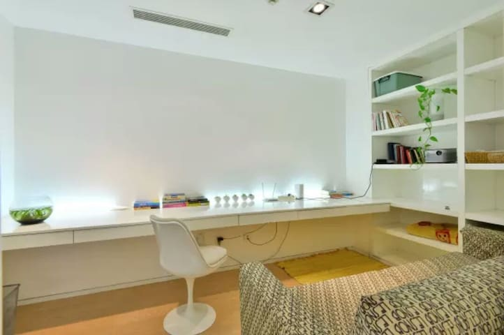 三里屯SOHO投影舒适办公书房/Sanlitun SOHO Chic Cozy Study Room - Beijing - Leilighet