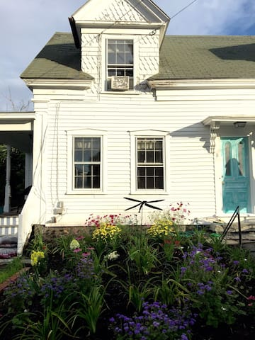 Historic home conveniently located - Kennebunkport