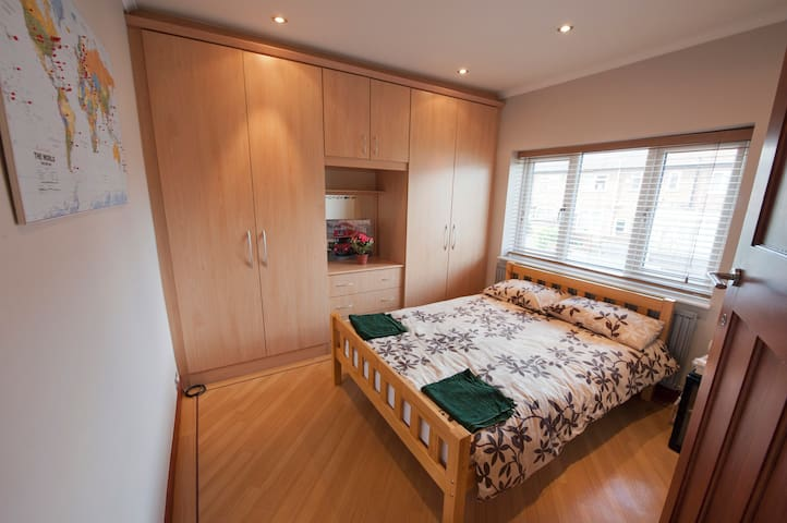 5 Star Rated Double in Quiet Street - Audenshaw
