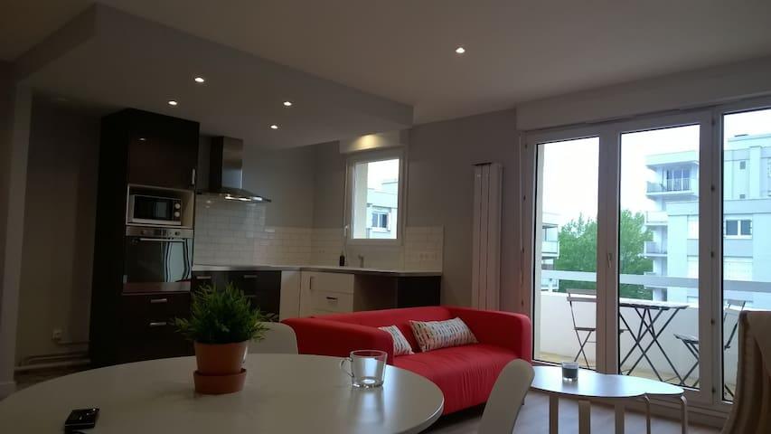 Proche Hippodrome, T2 avec Garage et Pkg - Pau - Appartement en résidence