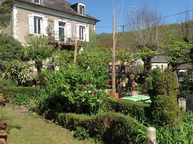 Sweet Home B&B in Dordogne Valley - Saint-Denis-lès-Martel - Oda + Kahvaltı