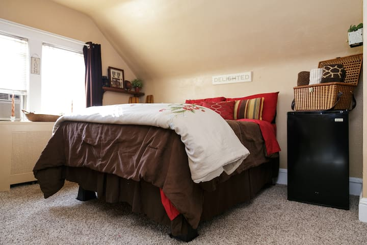 Room 1 in home in Teaneck - Teaneck