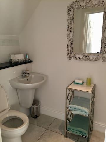 Beautifully presented Large Double Loft Bedroom - Sawbridgeworth - Hus
