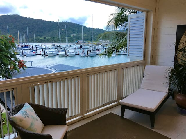 Absolute Waterfront Apartment Port of Airlie - Airlie Beach - Apartamento