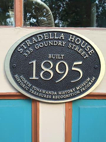 Experience our 1895 Victorian Home - North Tonawanda - Leilighet