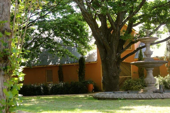 Mona Farm and Historic Home - Braidwood - Hus