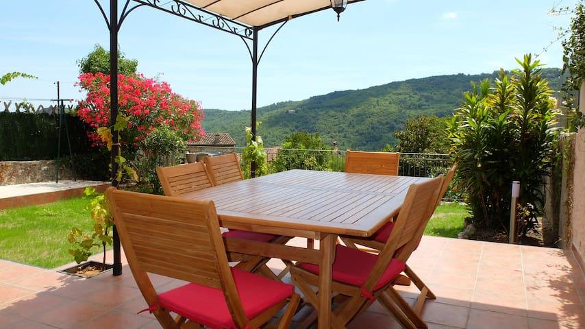 Village House with Pool, Garden and View - Le Bar-sur-Loup