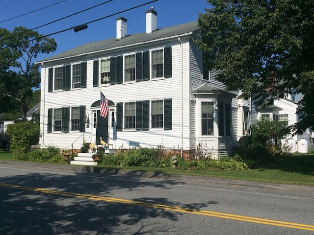 Historic 1796 Shipbuilders Home 2 rooms available - Freeport - Bed & Breakfast