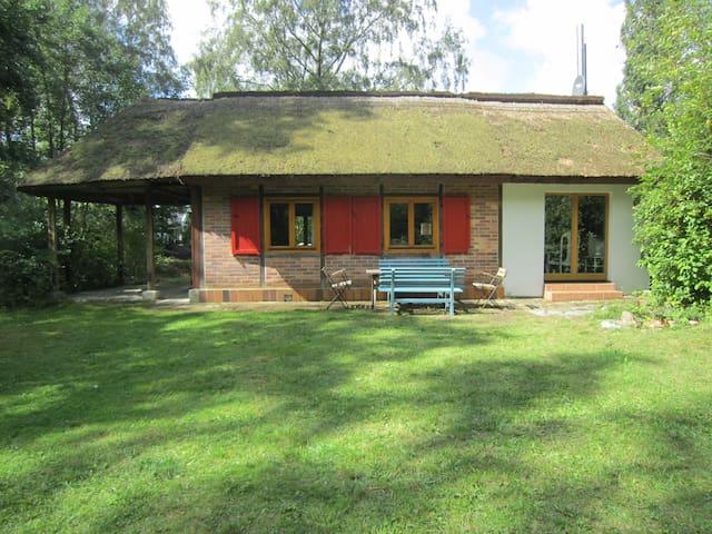Thatched Cottage with big garden - Breege/Juliusruh - Hus