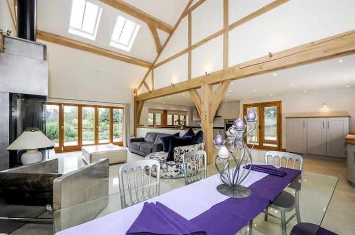 Horsham -Luxurious Barn-near South Lodge Hotel - Horsham