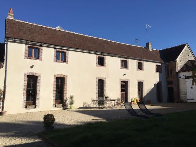 BUGUNDY FARM VERRY COMFORTABLE  - Paroy-sur-Tholon - Rumah