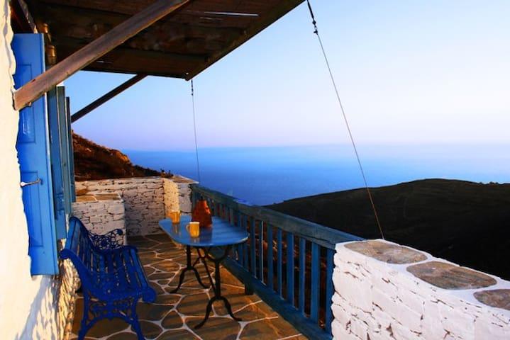 The farmhouse with amazing seaview in Folegandros. - Ano Meria - Casa