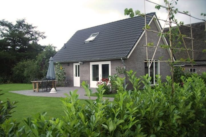 Luxe Holidayhouse next to our Cattle Farm - Eesergroen - Ev