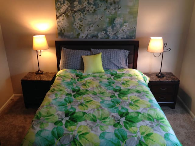 Pet-friendly + Gym + Pool. Long-Term Stay Welcome. - West Des Moines - Leilighet