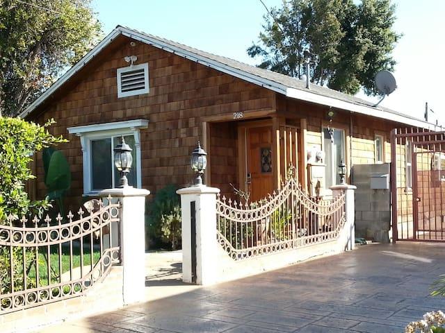 Cozy 2BD craftsman home - Inglewood