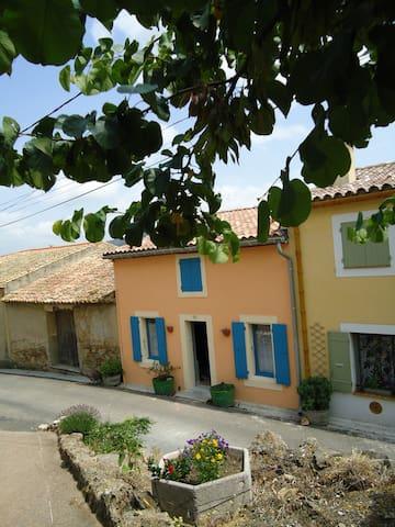 la maison des remparts - Saint-Jean-de-Barrou - Casa
